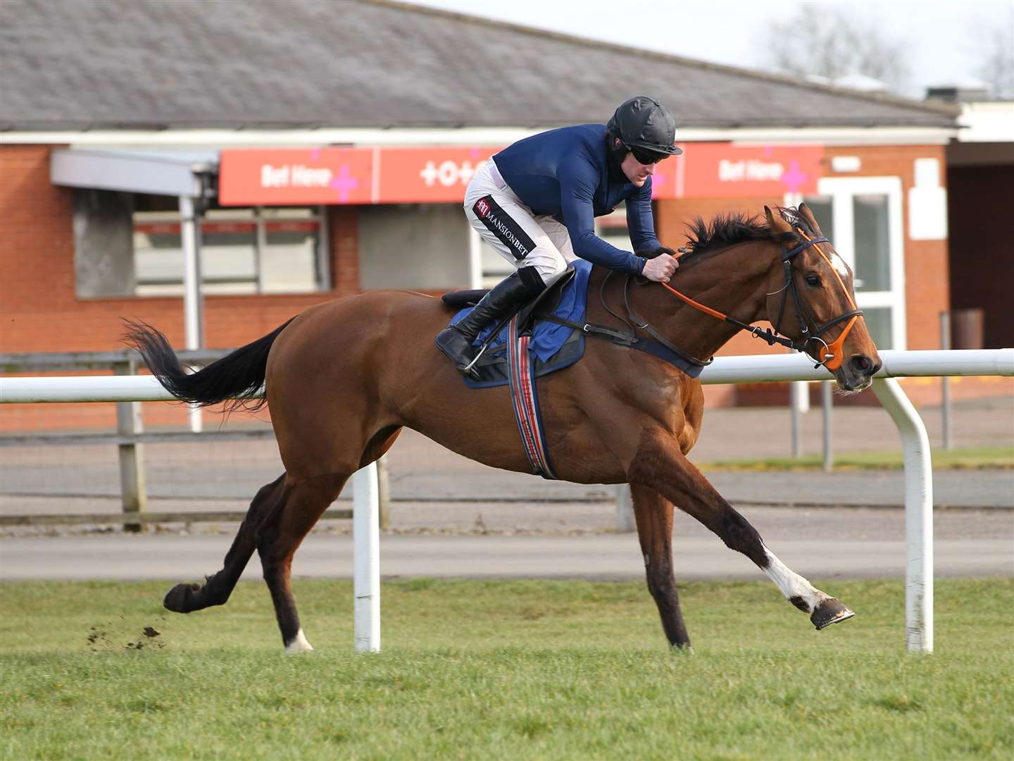 Parramount and Brian Hughes win at Stratford. Photo: Steve Davies / www.sdphotos.co.uk