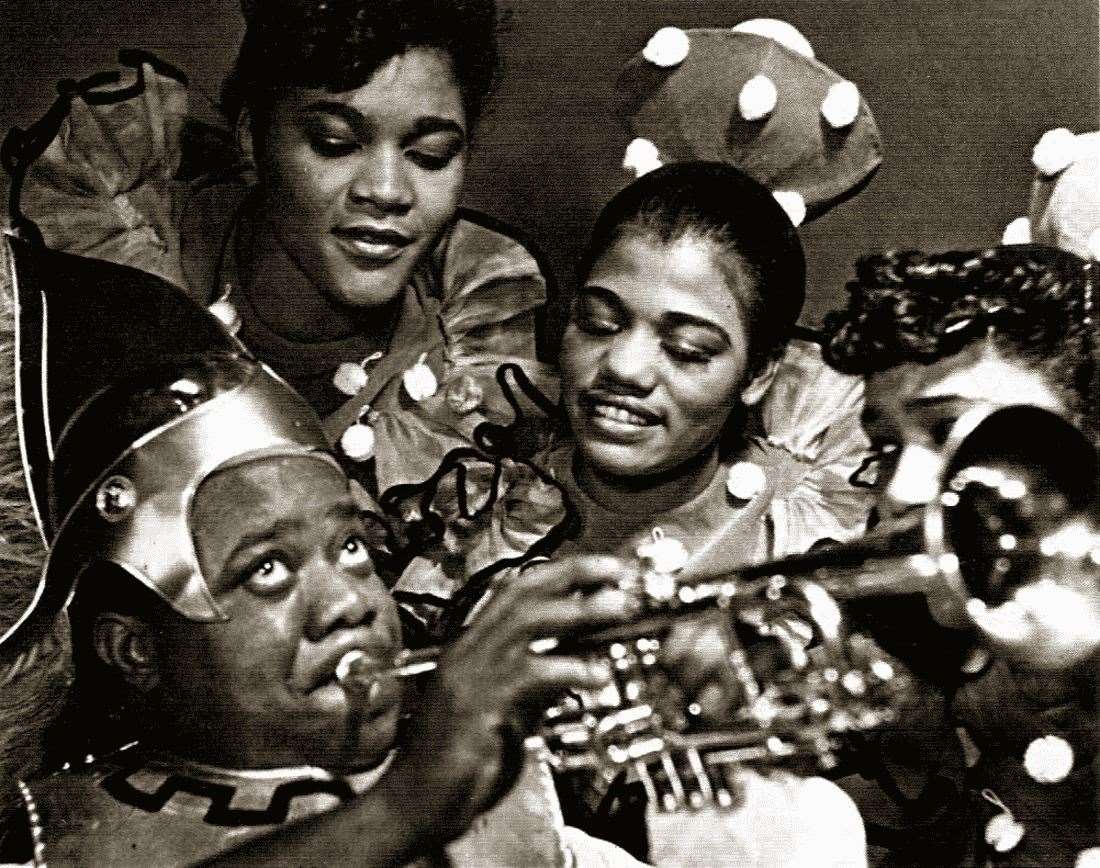 Louis Armstrong as Bottom with the Dandridge Sisters as Titania's fairies in the 1939 Broadway production of Swingin' The Dream. (43766218)